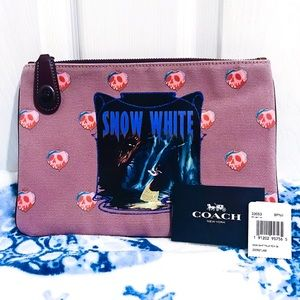 NWT 🍎 Coach x Disney Snow White Clutch